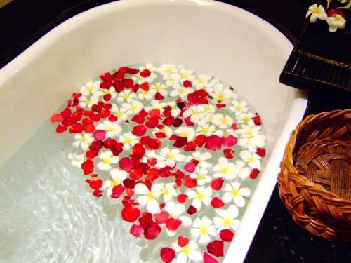 アロマオイルを入浴時に使う方法をご紹介します。