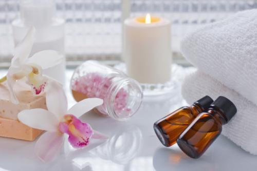 アロマオイルを芳香浴として使う方法をご紹介します。